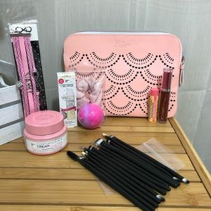 It Cosmetics bundle!💖